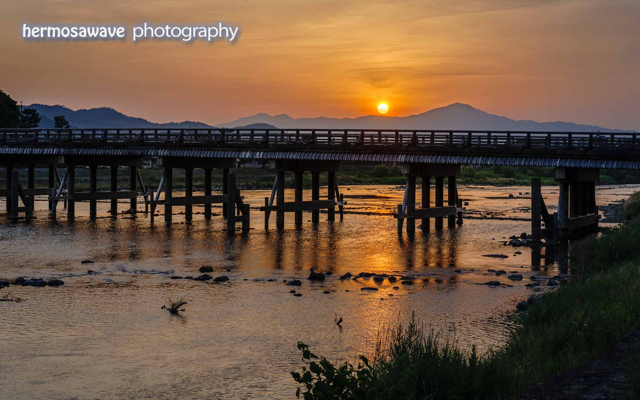 Sunrise Over the Togetsu Bridge・渡月橋の日の出