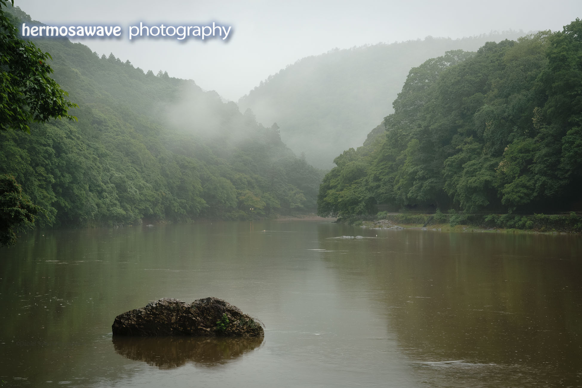 Oi River in the Mist・ 霧の中の大堰川