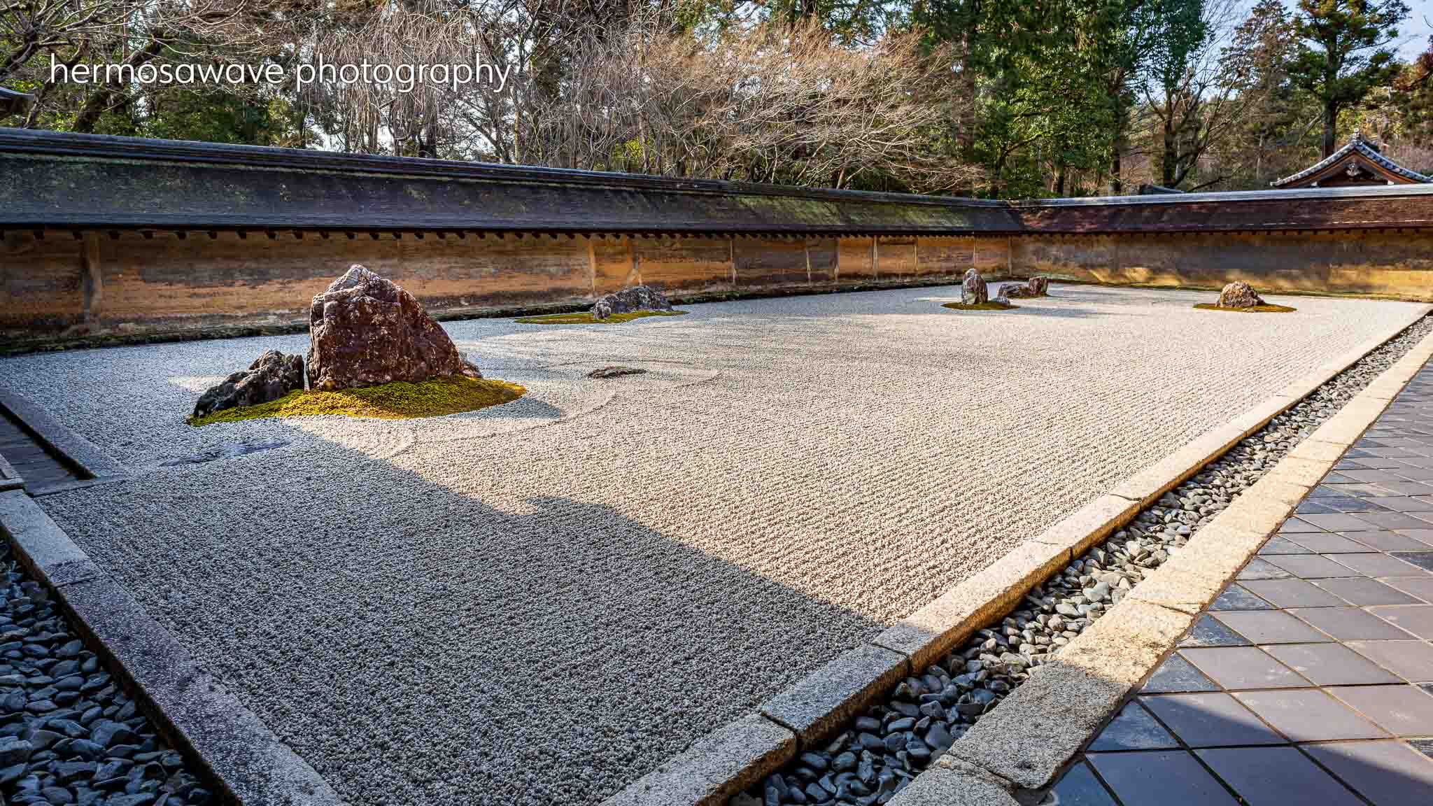 Morning at Ryoan-ji Temple・龍安寺の朝